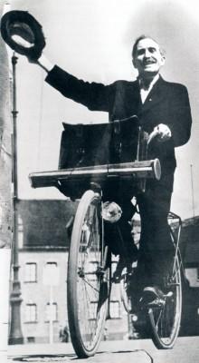Den Bilden Otto Bebbe Ohm på cykel gamla Malmö