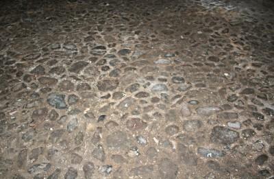 Malmöblickar Sankt Pauli kyrkas källare stenläggning